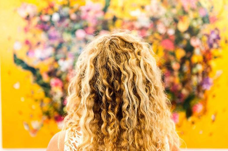 Почему от влажности вьются волосы